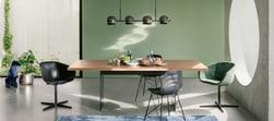Sala da pranzo con sedie miste
