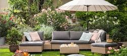 Des meubles de jardin qui invitent à prendre l'air.