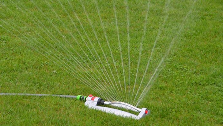 Irrigateur coudé