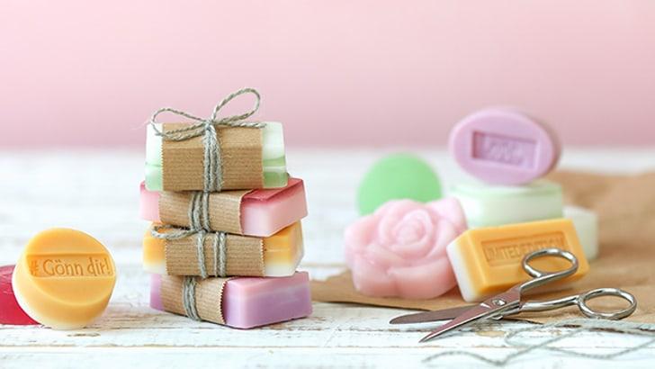 Blog: Crea il tuo sapone con petali e rilievi